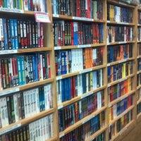 Photo prise au Half Price Books par Janet L. le5/14/2012