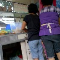 Photo taken at Akhiun Tahu Goreng by Gilda C. on 10/15/2011