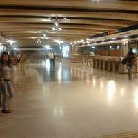 Foto tomada en Metro Vicente Valdés por Carolina S. el 3/21/2012