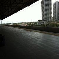Photo taken at ARL Hua Mak (A4) by Dao S. on 11/10/2011