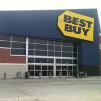 Photo taken at Best Buy by Garick G. on 6/5/2011