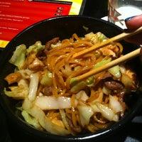 Foto tirada no(a) Yoi! Rolls & Temaki por Daiane B. em 3/8/2012