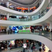 รูปภาพถ่ายที่ Tampines Mall โดย Michael S. เมื่อ 6/17/2012