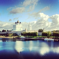 Снимок сделан в Псковский Кром (Кремль) / Pskov Krom (Kremlin) пользователем Pavel B. 9/6/2012