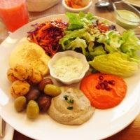 Foto scattata a Quinoa Restaurante da Hector C. il 8/22/2012