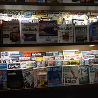 Photo taken at Barnes & Noble by Victor on 7/9/2012