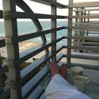 Foto scattata a Loews Miami Beach Hotel da Ana R. il 2/27/2012