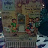 Das Foto wurde bei Nanny's Pavillon - Terrace von Tree X. am 8/12/2012 aufgenommen