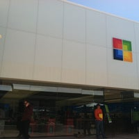 Foto tirada no(a) Microsoft Store por Jordan K. em 5/9/2012