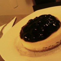 Photo taken at A Casa do Cheesecake by Giovanna S. on 10/22/2011