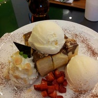 Photo taken at Hi Delicious by Wicharn U. on 12/16/2011