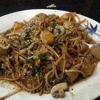 Photo taken at Umami Mongolian Grill by Luis R. on 9/23/2011