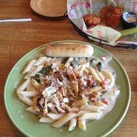 Photo taken at Applebee's Neighborhood Grill & Bar by Ferdz N. on 6/1/2012