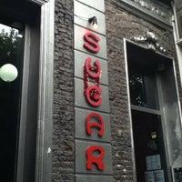 Снимок сделан в Sugar Bar пользователем El T. 1/5/2011