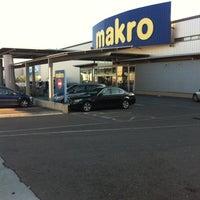 Photo taken at Makro by Jhonier R. on 11/9/2011