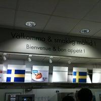 Photo prise au IKEA Restaurant & Café par Delfee F. le3/13/2011