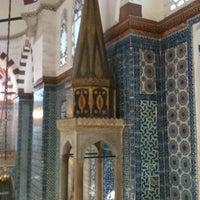Das Foto wurde bei Rüstem Paşa Camii von Yudum M. am 1/16/2012 aufgenommen