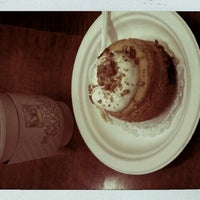 Photo taken at Magnolia Bakery by Jessica K. on 9/21/2011