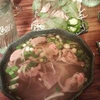 Снимок сделан в Green Leaf Vietnamese Restaurant пользователем Jo T. 10/28/2011