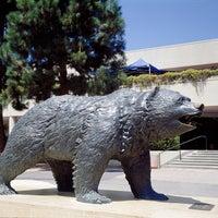 รูปภาพถ่ายที่ UCLA Bruin Statue โดย UCLA เมื่อ 9/12/2011