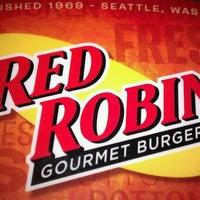 Photo taken at Red Robin Gourmet Burgers by Matt F. on 1/7/2011