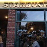Photo prise au Starbucks par Marianna A. le5/1/2012