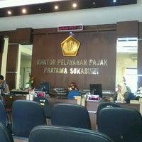 Photo taken at Kantor Pelayanan Pajak Pratama Sukabumi by Sam I. on 1/10/2012