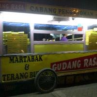 Photo taken at Martabak & Terang Bulan  Gudang rasa by -T!n6- on 10/18/2011