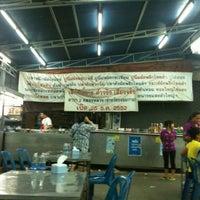Photo taken at เล็กพิสดาร by Panit C. on 5/22/2012