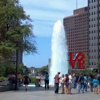 8/26/2012 tarihinde J S.ziyaretçi tarafından JFK Plaza / Love Park'de çekilen fotoğraf