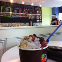Photo taken at Mixx Frozen Yogurt by Kaitlyn S. on 5/23/2011