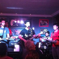 Photo taken at Old School Rock Bar by Mimiziquita on 8/20/2012