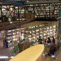 Foto tirada no(a) Livraria Cultura por Suleny F. em 7/18/2012