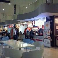 Photo taken at KFC by Dwi Lutfi B. on 12/28/2011