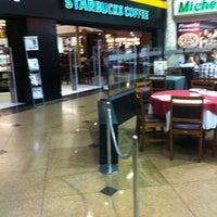 8/20/2011 tarihinde Rodolfo J.ziyaretçi tarafından Starbucks'de çekilen fotoğraf