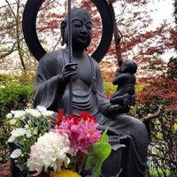 Photo taken at 瀧河山松橋院 金剛寺 by Horimitsu I. on 4/16/2012