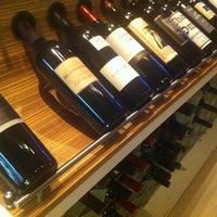 Das Foto wurde bei Cork Wine Bar von Lewis B. am 8/13/2011 aufgenommen