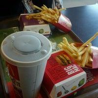 Photo taken at McDonald's by Julius Ldg on 11/15/2011