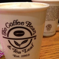 Photo taken at The Coffee Bean & Tea Leaf by ARES on 8/4/2012