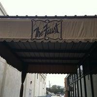 รูปภาพถ่ายที่ The Historic Faust Hotel & Microbrewery โดย Don N. เมื่อ 12/10/2011