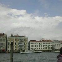 Foto scattata a Punta Della Dogana da じょい ぽ. il 8/31/2012
