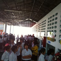 Photo taken at Cantine de l'ecole Roi-Et wittayalai by Sa R. on 11/14/2011