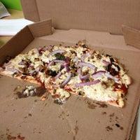 Снимок сделан в Naked Pizza пользователем Sabrina 8/6/2012
