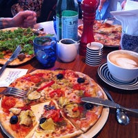 Photo taken at Pizza Express by Inayaili d. on 11/25/2011