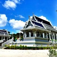 Photo taken at Wat Kaew Korawaram by M1ster on 9/4/2012
