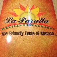Foto tomada en La Parrilla Mexican Restaurant por Kourtney E. el 3/21/2012