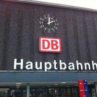 รูปภาพถ่ายที่ Duisburg Hauptbahnhof โดย Griff เมื่อ 7/15/2011