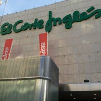 Foto tomada en El Corte Inglés por Adrián V. el 8/31/2011