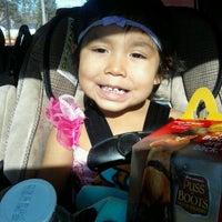Das Foto wurde bei McDonald's von Sciocia G. am 11/7/2011 aufgenommen