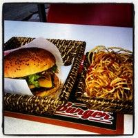 6/28/2012 tarihinde Ozgur G.ziyaretçi tarafından Egg & Burger'de çekilen fotoğraf